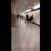 【暴行動画】梅田駅構内でサラリーマン風の男がワンパンで男性をノックアウト!いったい何が?