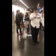 【炎上】札幌ドームで子供に「謝れ!!」と激怒する杖の男性!盗撮されネットに上げられ炎上!